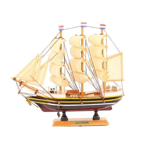 Schaalmodel boot driemaster 24 cm